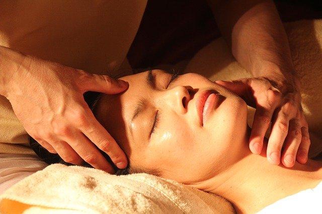massage relaxant au baume de cbd